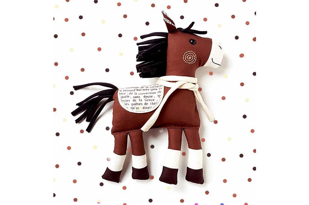 játék ló, textiljáték, kézműves játék, lovacska, miaszösz