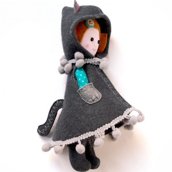 baba cicás kabátkában karácsonyi ajándék miaszösz