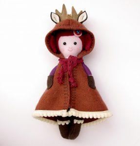 kabátkás baba őzmintával karácsonyi ajándék