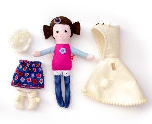 apró baba jegesmedve mintás kabátkában iparművész termék karácsonyra